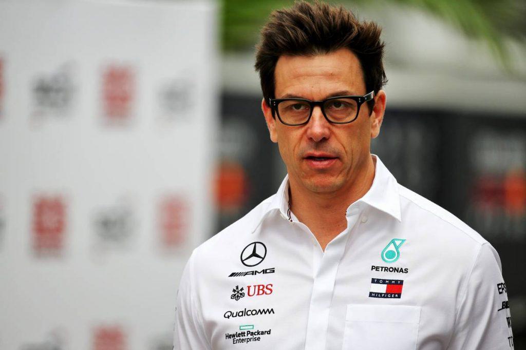 Ecclestone szerint az Aston Martinnál fog kikötni Wolff