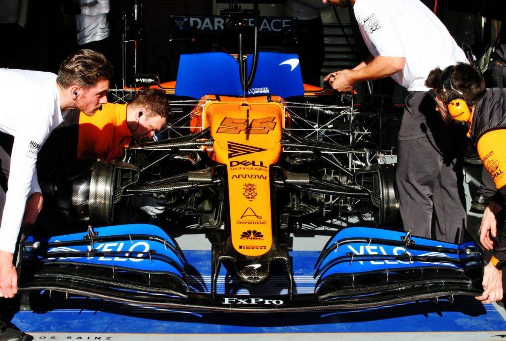 Engedélyt kapott a többiektől az autója módosítására a McLaren