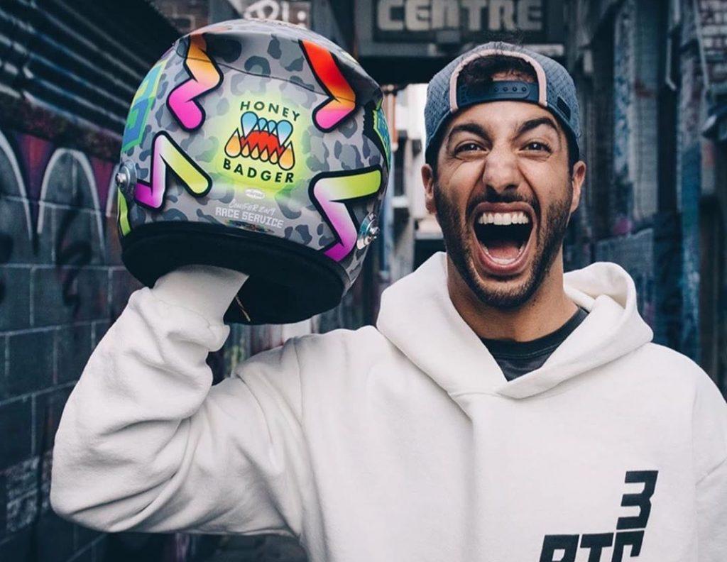 Fogsor és mosoly: Ricciardo extravagáns sisakjának története