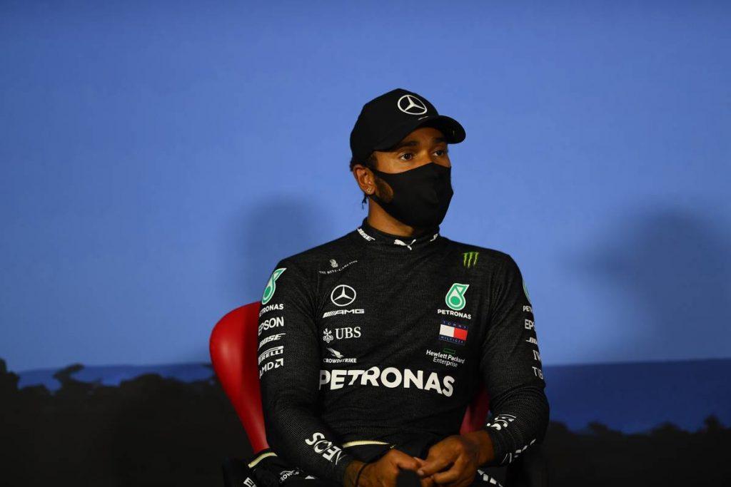 Az FIA elmagyarázta, miért nincs igaza Hamiltonnak