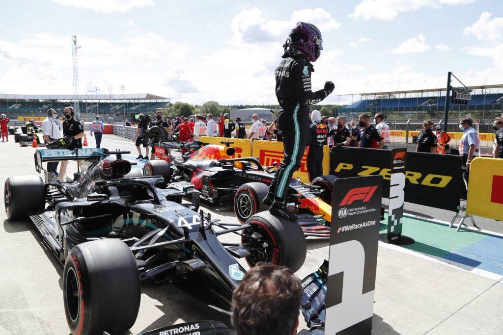 Lewis Hamilton a pole-ban a hazai versenyén!
