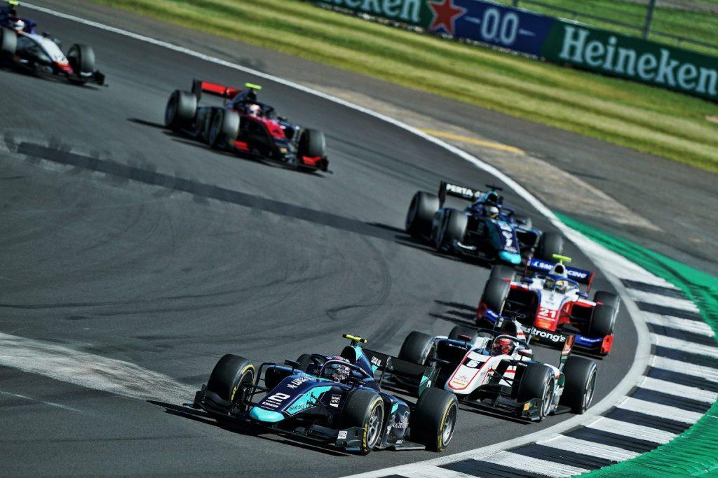F2: Izgalmas hajrá után Ticktum nyert Silverstone-ban