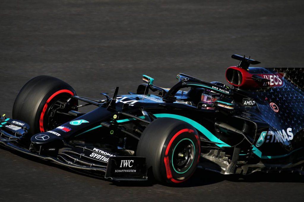 2021-ben is kitarthat a fekete F1-es autója mellett a Mercedes