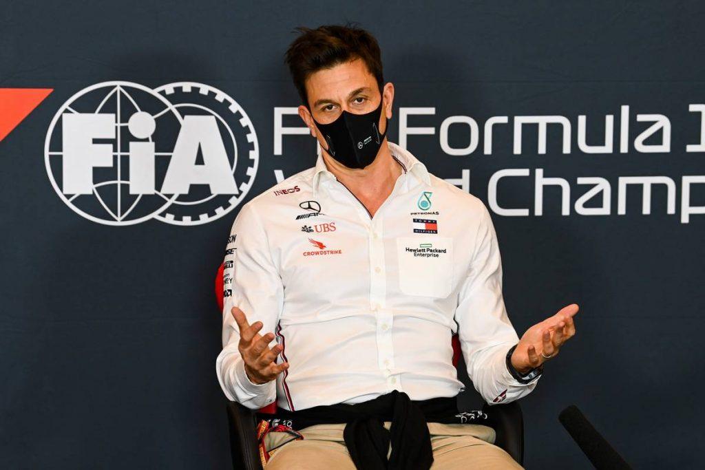 Már keresi az utódját a Mercedes csapatfőnöke