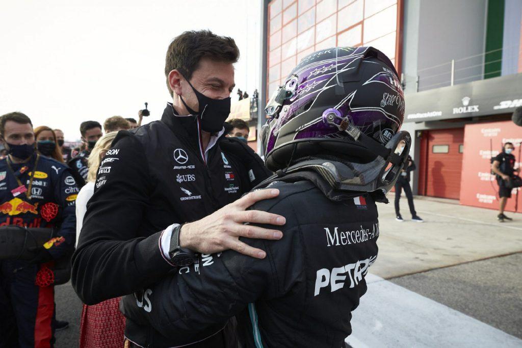 Wolff kétli, hogy Hamilton visszavonul, de érti, miért bizonytalan