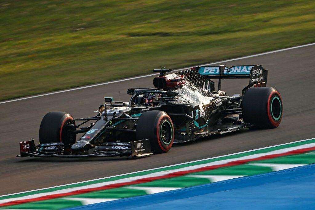Hamilton nyert Imolában, bajnok a Mercedes!