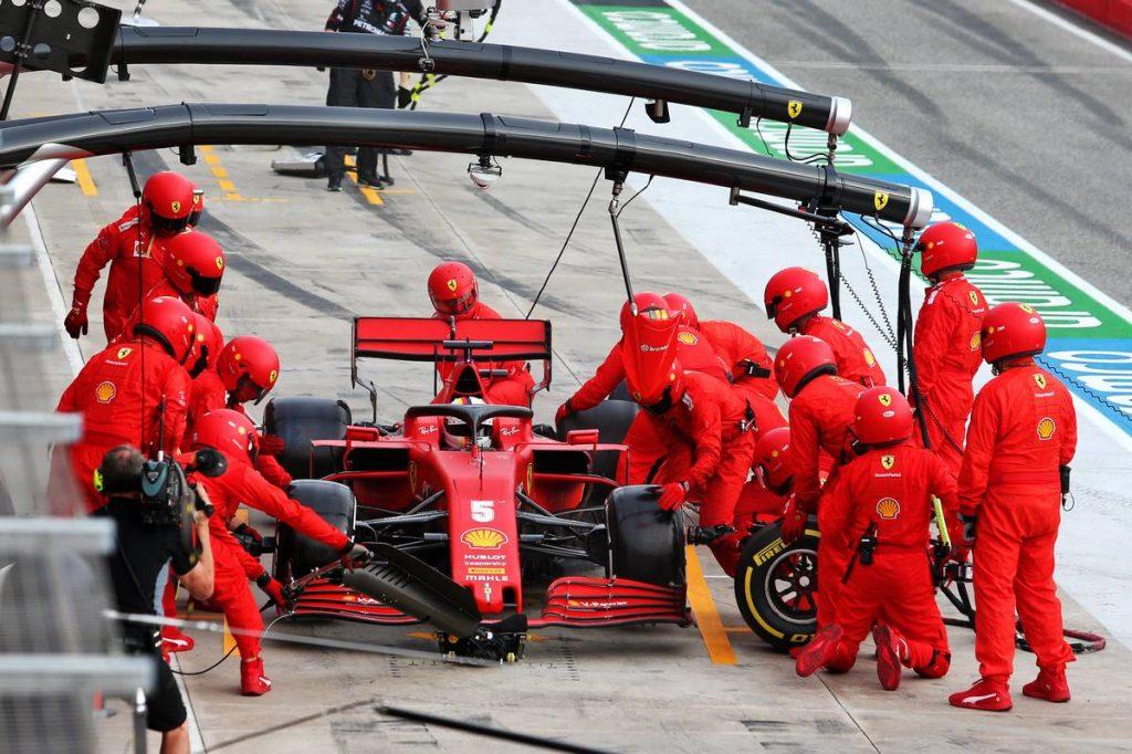 Schumacher volt szerelőjétől búcsúzott Vettel az imolai futam után