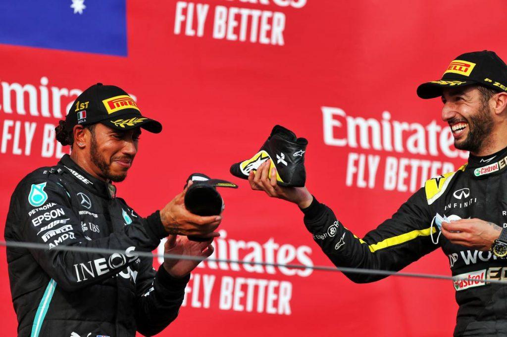 Ricciardo diadala: Hamilton külön kérte, hogy a cipőjéből ihasson