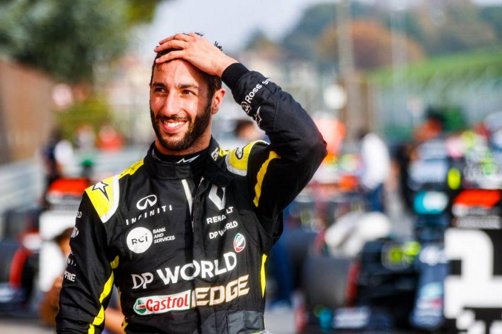 Újra dobogón! Ricciardo mosolyogva köszönte a 3. helyet Pérezéknek