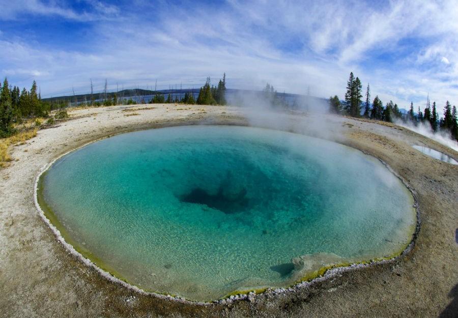 Hőforrás a Yellowstone Nemzeti Parkban (Fotó: AFP)