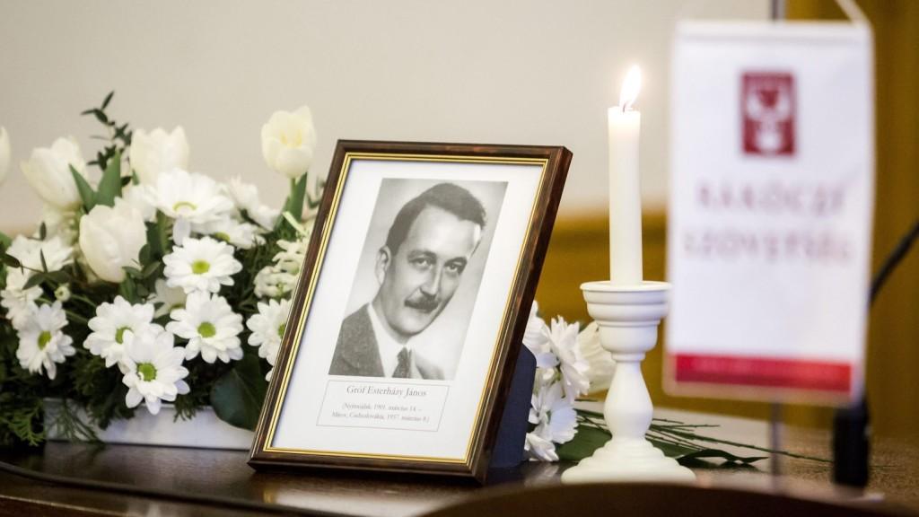 Megkezdődött Esterházy János boldoggá avatási pere Krakkóban