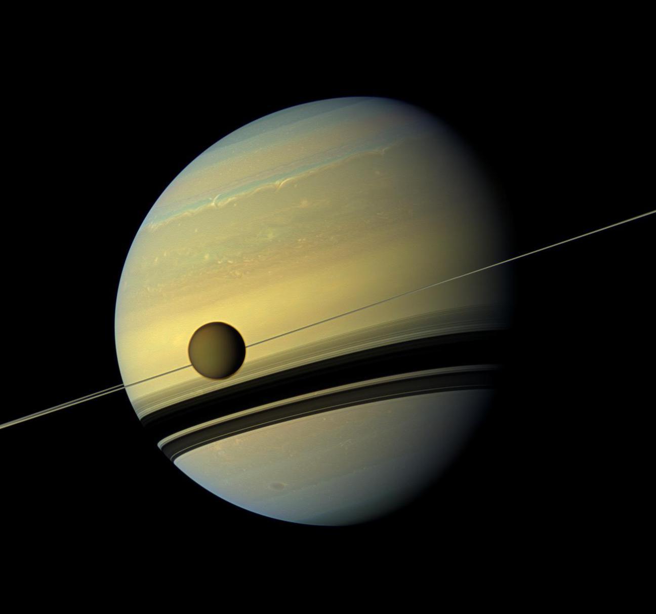 A Titán és a Szaturnusz (Fotó: NASA/JPL-Caltech/SSI)