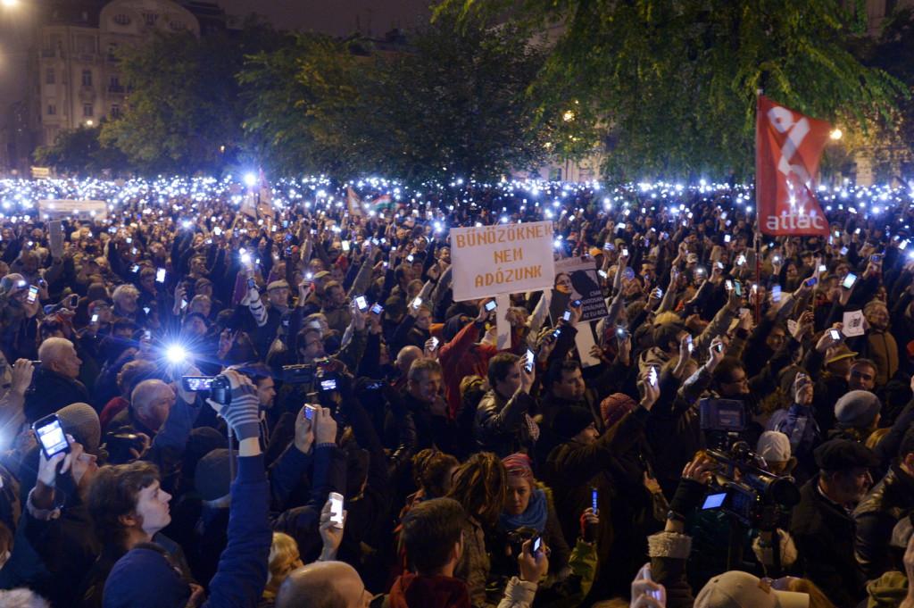 Internetadó elleni tüntetés: itt a második felvonás