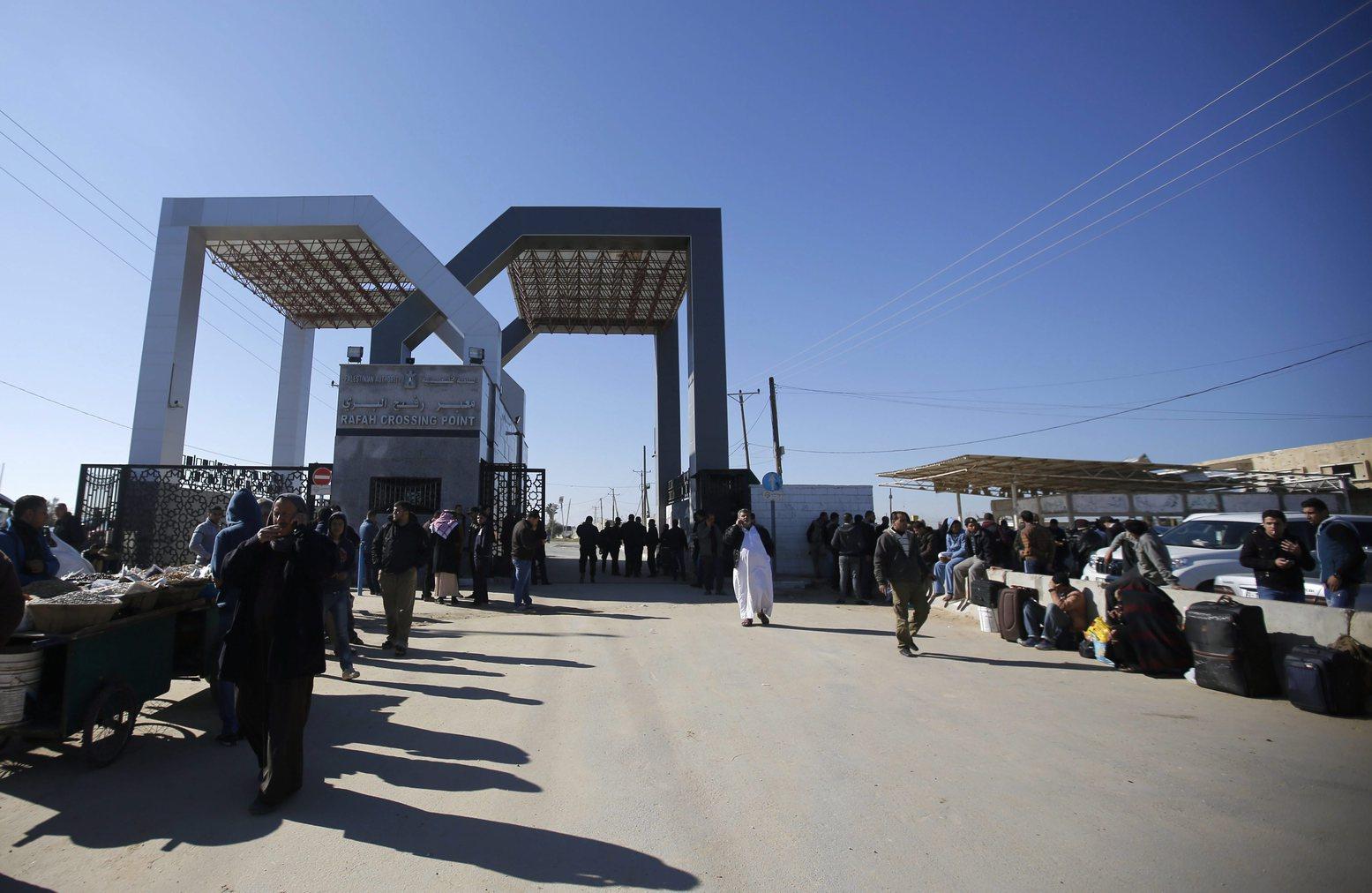 Egyiptom négy napra megnyitotta Gázai övezettel szomszédos rafahi határátkelőt