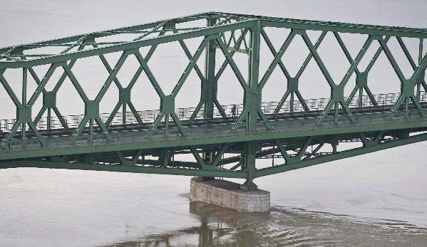 Már közel 590 kilométeren van árvízvédelmi készültség
