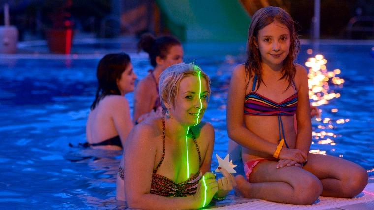 Több mint negyven fürdő vesz részt a Strandok éjszakáján