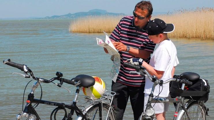 Kerékpáros turisztikai fejlesztés kezdődik a Balatonnál