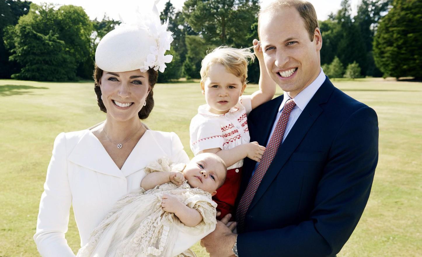 Az első hivatalos fotók Sarolta hercegnő keresztelőjéről. Fotó: MTI/EPA