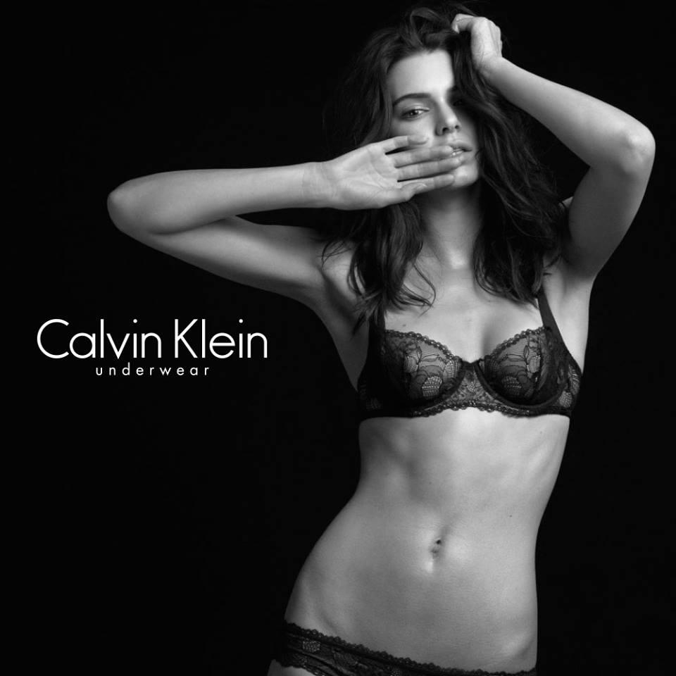 Kendall Jenner fehérneműt reklámoz. (Fotó: Facebook)