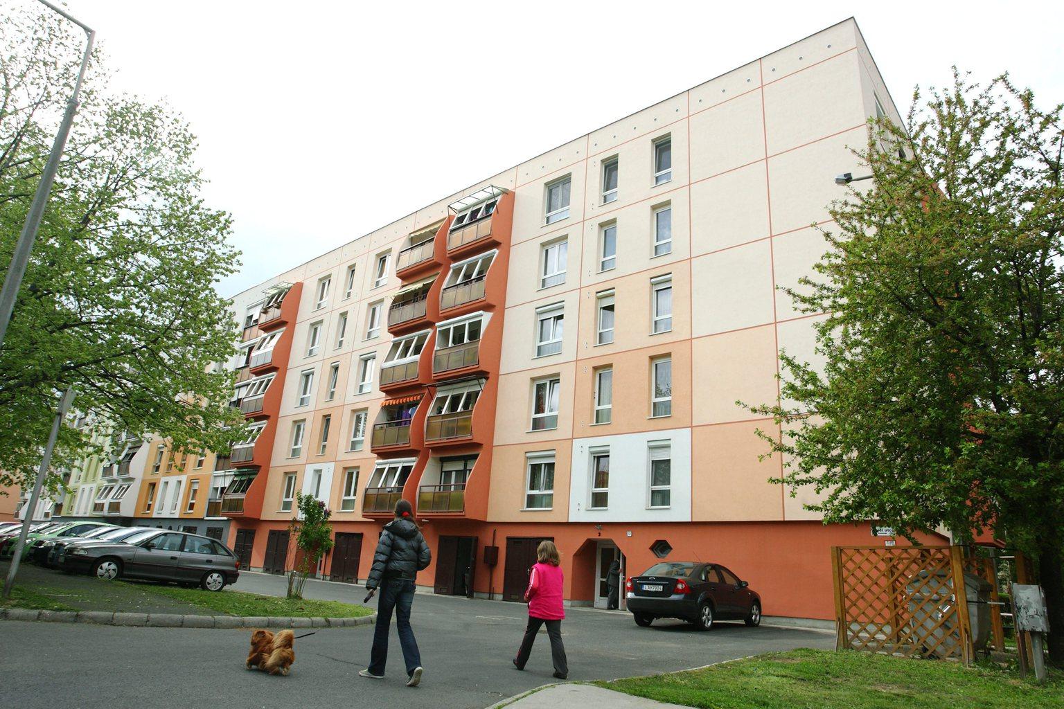 Panel - társasház - lakás - ingatlan - felújítás