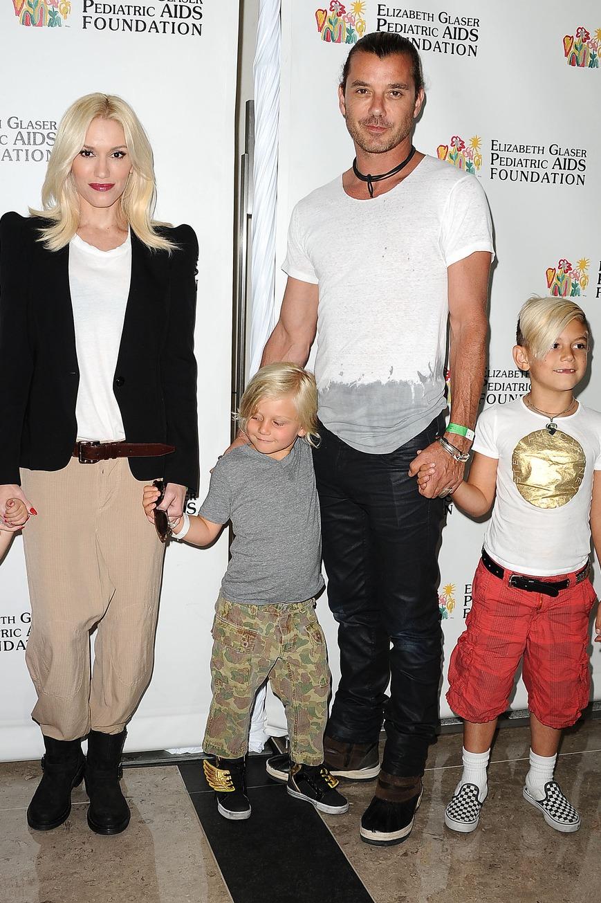 Gwen Stafani három gyermekével és férjével Gavinnel. Fotó: FilmMagic