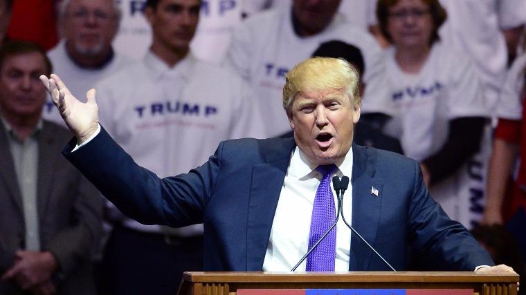Trump beszél egy jelölőgyűlésen. Nevadában fölényesen győzött. MTI/EPA Fotó