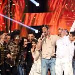 A győztes Freddie, azaz Fehérvári Gábor Alfréd (középen) énekli Pioneer című dalát az Eurovíziós Dalfesztivál magyar versenye, A Dal 2016 című televíziós showműsor döntőjének végén a Médiaszolgáltatás-támogató és Vagyonkezelő Alap (MTVA) óbudai gyártóbázisán 2016. február 27-én. MTI Fotó: Mohai Balázs