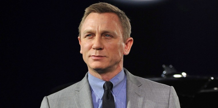 Daniel Craig apaszerepben: bébihordózóval fotózták le a 007-est