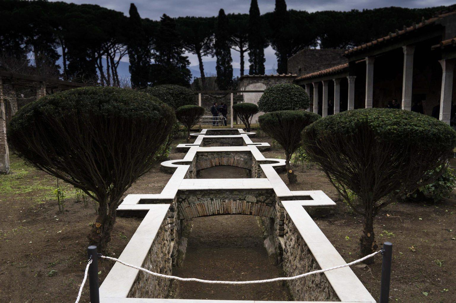 Kert és ház részlete az ókori Pompeji régészeti parkjában a Misztérium és természet - Görögországtól Pompejiig című kiállítás részeként Olaszországban, 2016. március 15-én (Fotó: MTI/EPA/Cesare Abbate)