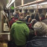 Utasok hagyják el az egyik szerelvényt a brüsszeli metróban Mallbeek állomásnál, az uniós negyed szívében, néhány méterre  a Gare de Bruxelles-Schuman vonatállomástól azt követően, hogy kettős robbanás történt a brüsszeli Zaventem nemzetközi repülőtéren is korábban (Fotó: Twitter/Evan Lamos)