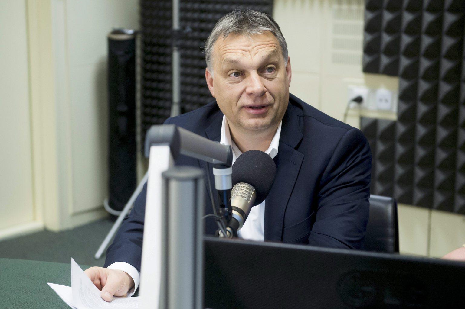 Orbán Viktor miniszterelnök a Magyar Rádió stúdiójában, ahol interjút ad a Kossuth Rádió 180 perc című műsorában 2016. március 4-én. MTI Fotó: Koszticsák Szilárd