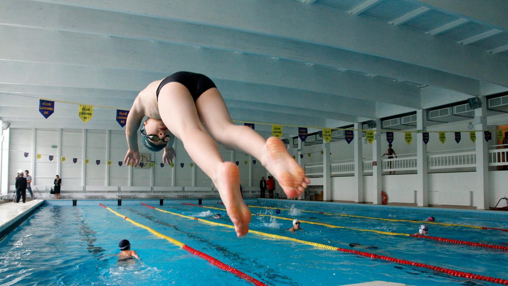 Gyerekek úsznak a felújított Diósgyőri Tanuszodában Miskolcon 2014. szeptember 22-én. MTI Fotó: Vajda János