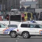 Rendőrautók a brüsszeli Maelbeek nevű metróállomáson, miután robbantás történt a helyszínen 2016. március 22-én. Legkevesebb huszonegy halálos áldozata van Brüsszelben a Zaventem nemzetközi repülőtéren és a metróállomáson történt reggeli robbantásoknak Pierre Meys, a belga főváros tűzoltóságának szóvivője szerint. (MTI/EPA/Olivier Hoslet)
