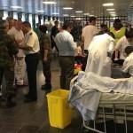 A brüsszeli kettős merénylet sebesültjeit ápolják a belga főváros Neder-Over-Heembeek nevű északi városnegyedének katonai kórházában 2016. március 22-én. A brüsszel Zaventem nemzetközi repülőterén és Maelbeek nevű metróállomásán elkövetett robbantásnak legkevesebb 26 áldozata és 136 sebesültje van. (MTI/EPA)