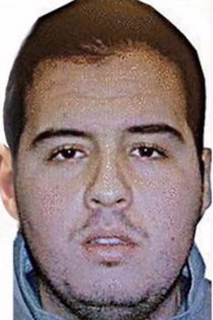 2016. m�rcius 23. Az Interpol �ltal 2016. m�rcius 23-�n k�zreadott k�p Ibrahim el-Bakraoui belga �llampolg�rs�g� f�rfir�l, aki a fiv�r�vel, Khaliddal egy�tt a m�rcius 22-i br�sszeli pokolg�pes mer�nyletek elk�vet�i k�z�tt volt. Ibrahim a Zaventem rep�l�t�ren, Khalid a Maelbeek metr��llom�son robbantotta fel mag�t. A k�t terrort�mad�sban t�bb mint harminc ember �let�t vesztette, k�tsz�zhatvan megsebes�lt. (MTI/EPA/Interpol)
