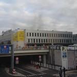Daniela Schwarzer által közreadott képen füst golmolyog a brüsszeli Zaventem nemzetközi repülőtéren, miután egyelőre ismeretlen eredetű kettős robbanás történt 2016. március 22-én (MTI/AP/Daniela Schwarzer)