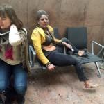 A grúz közszolgálati média által közreadott és Ketevan Kardava által készített kép két sebesült nőről a brüsszeli Zaventem nemzetközi repülőtéren, miután kettős robbantás történt 2016. március 22-én. (MTI/AP/Grúz közszolgálati média/Ketevan Kardava)