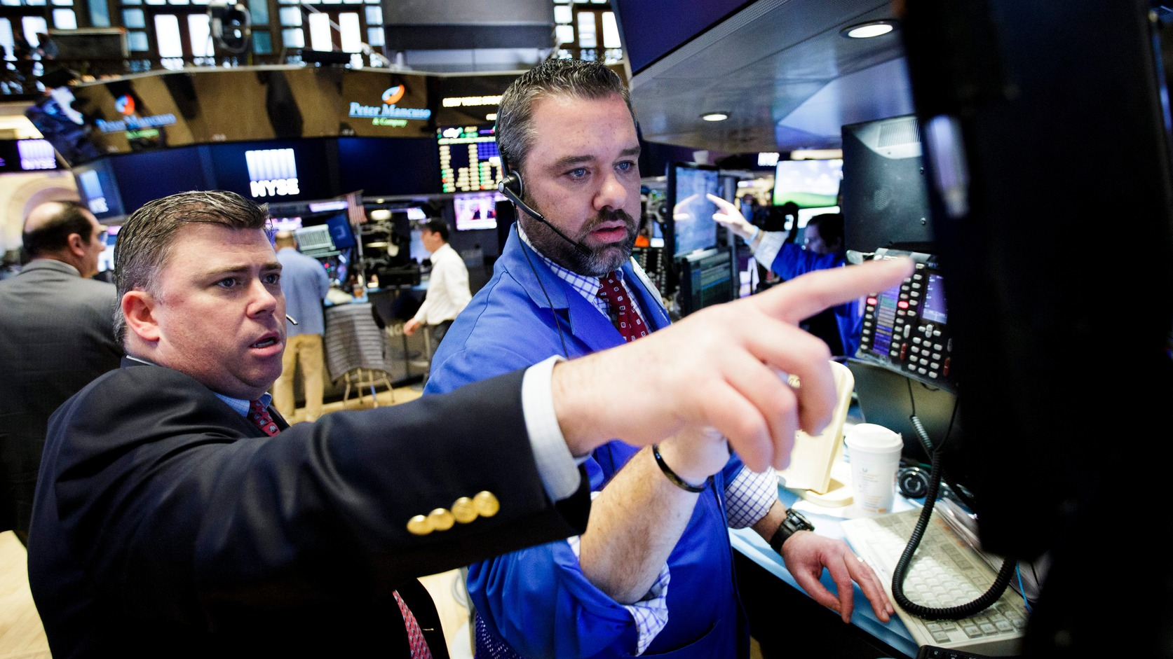 Tőzsdeügynökök a New York-i tőzsdén. MTI/EPA Fotó