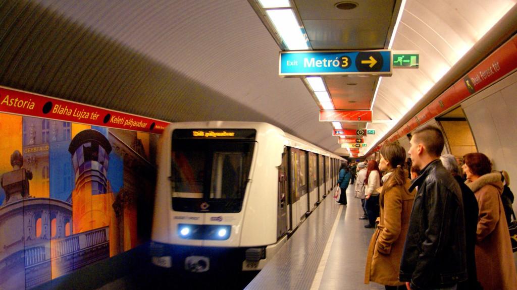 Pótlóbusz jár a kettes metró vonalán
