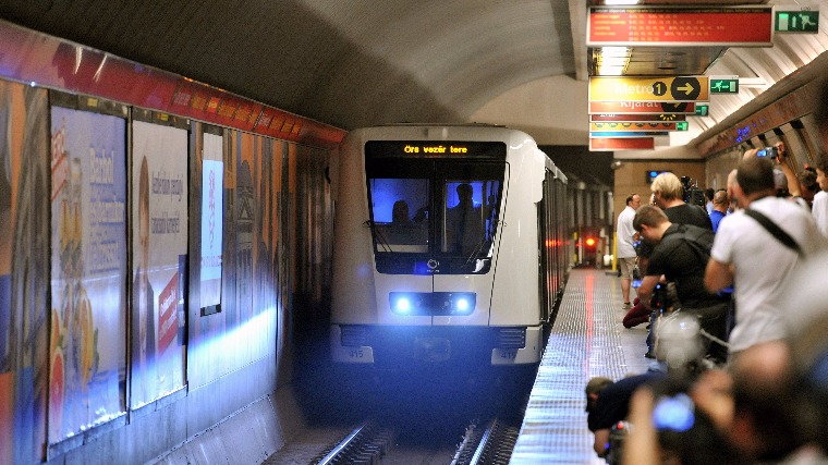 Ismét teljes vonalon jár a 2-es metró