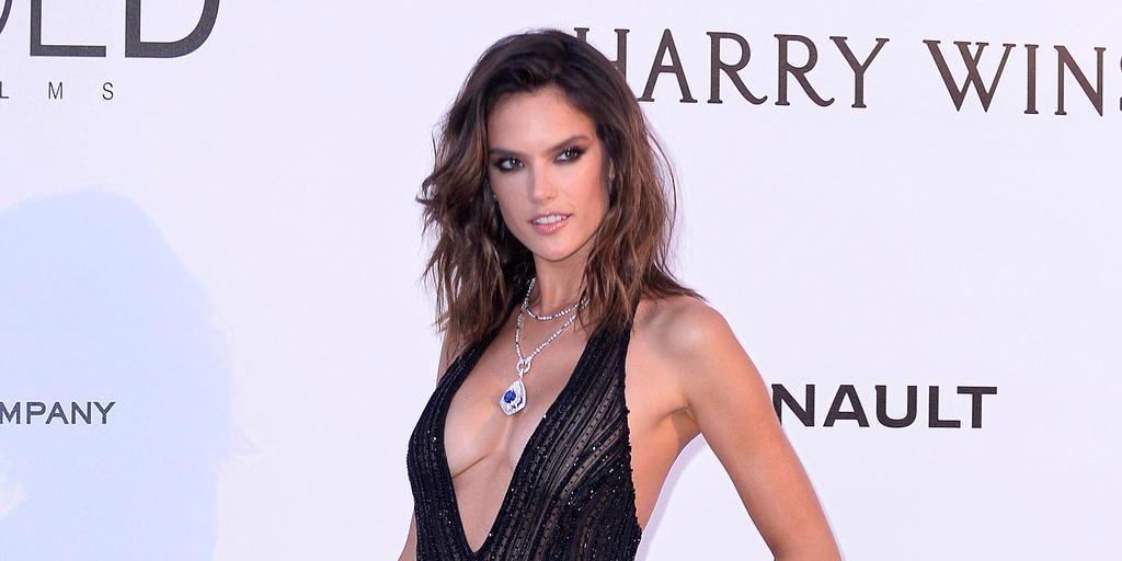 Kétség sem fér hozzá, hogy Alessandra Ambrosio készen áll az idei bikiniszezonra