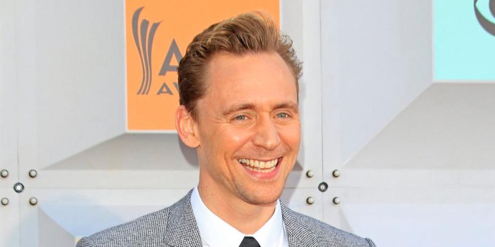 Zsebkendőket elő, Tom Hiddlestonnak barátnője van