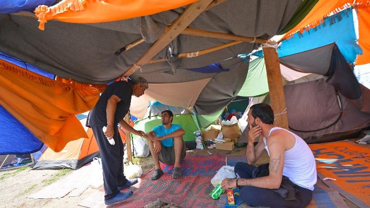 Aggódik az ENSZ a szerb-magyar határon várakozó migránsokért