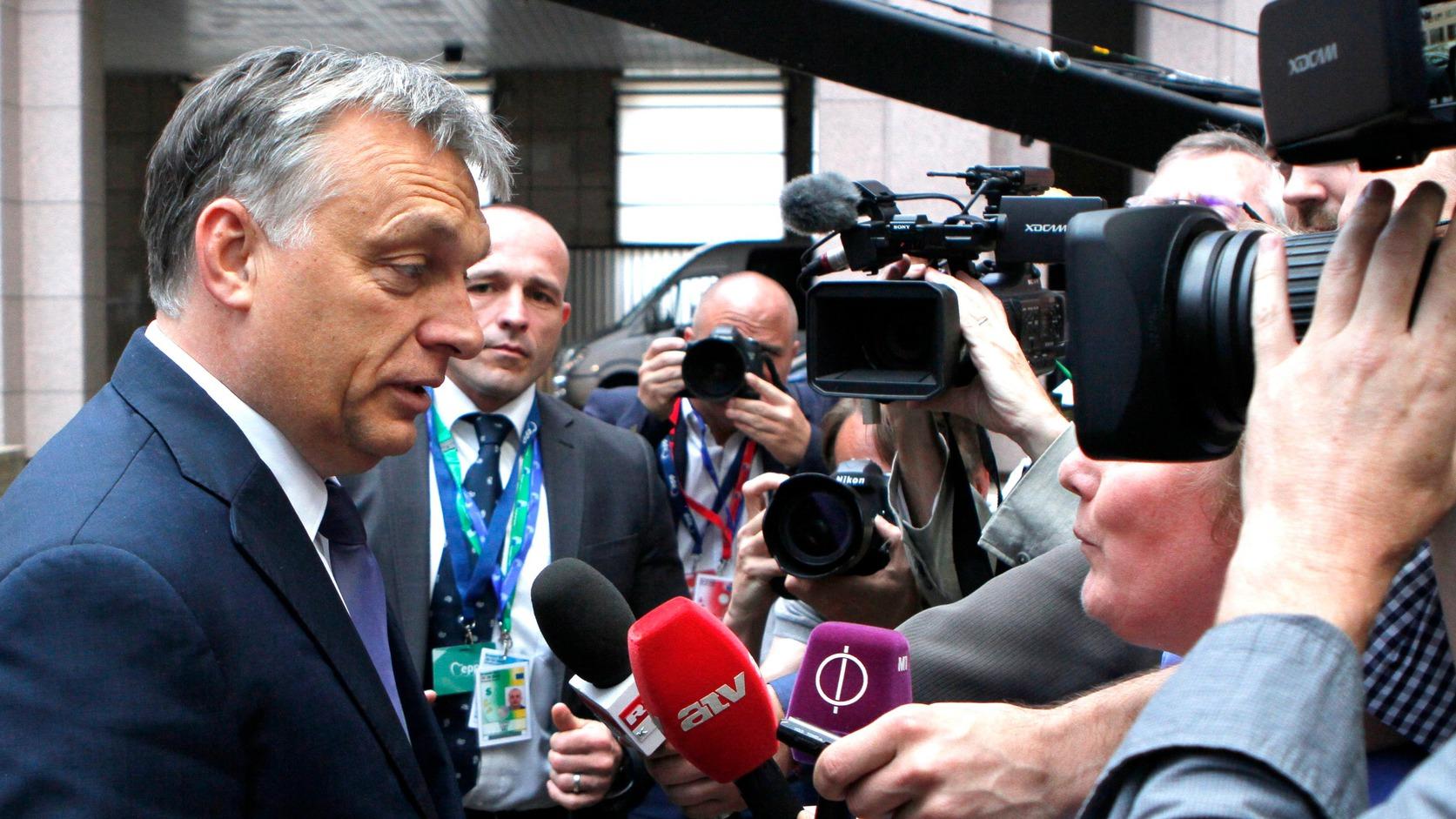 Brüsszel, 2016. június 28. Az Európai Tanács által közreadott képen Orbán Viktor miniszterelnök az Európai Unió kétnapos brüsszeli csúcstalálkozójára érkezik a tanácskozás első napján, 2016. június 28-án. A Nagy-Britannia EU-tagságáról rendezett június 23-i népszavazáson a többség arra voksolt, hogy az ország lépjen ki az Európai Unióból. (MTI/Európai Tanács/Sebastien Pirlet)