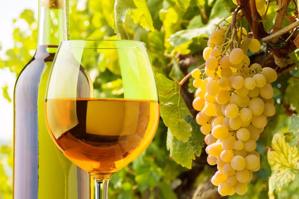 Stockphoto - szüret - szőlő -fehérbor