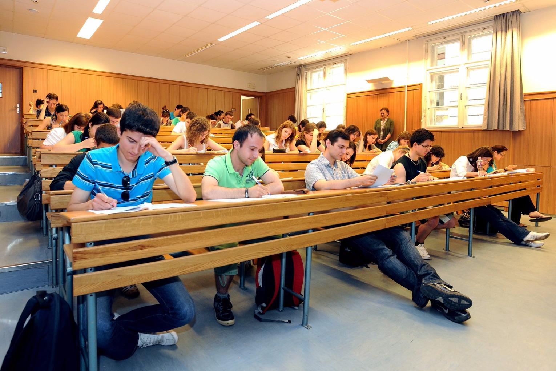 diák - hallgató - felsőoktatás - egyetem - főiskola - tanterem - előadás