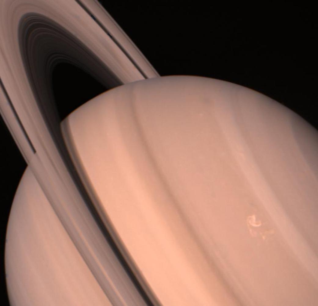A Voyager-2 felvétele a Szaturnuszról. (Fotó: NASA/JPL-Caltech)