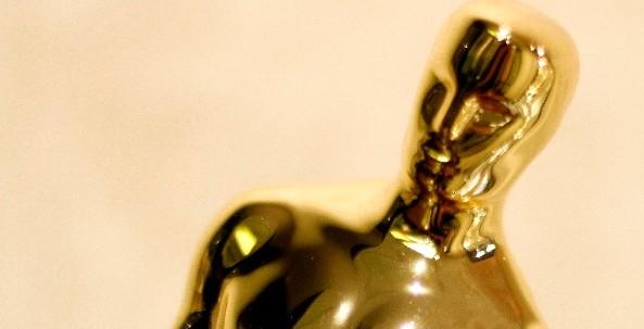 Az Oscar-díjról, az Egyesült Államok legrangosabb filmművészeti díjáról, az amerikai Mozgókép-művészeti és -tudományi Akadémia elismeréséről készült kép. A bronzalapú, aranybevonatú szobor tömege 3,85 kg, magassága pedig 34,5 cm. (MTI/EPA/Kamil Krzaczynski)
