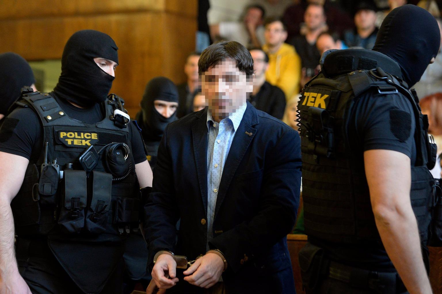 Portik Tamás a két évtizeddel ezelőtti Aranykéz utcai robbantás, valamint a Fenyő- és a Cinóber-gyilkosság összevont büntetőperének tárgyalásán a Fővárosi Törvényszék tárgyalótermében 2016. március 31-én. MTI Fotó: Kovács Tamás