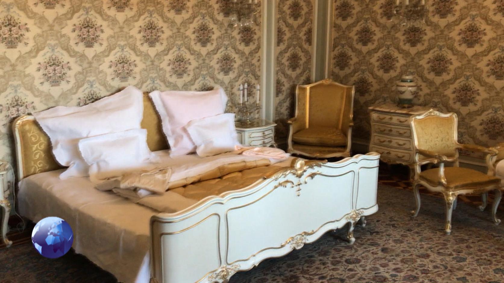 A hálószoba az eredeti pizsamákkal.